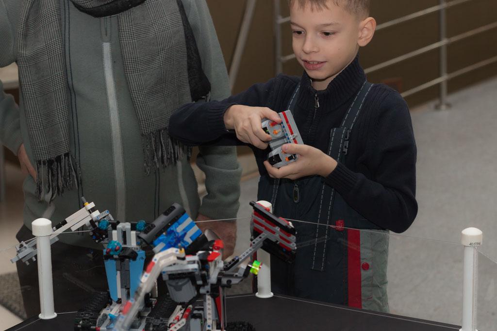 Управление боевым роботов