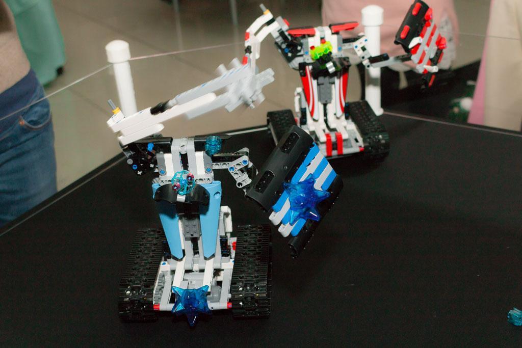 Роботы в бою