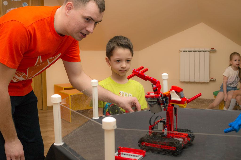 Учимся управлять роботом