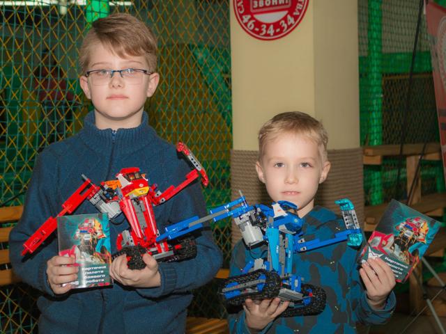 Первые пилоты боевых роботов